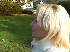Blonde slut enjoys anal sex in the outdoors