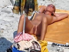 Voyeur. Blowjobs on public beach