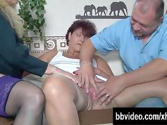 Sexy German milfs sucking cock in threesome