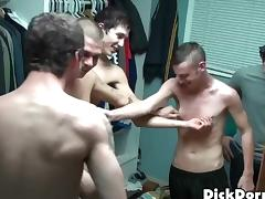 Four dudes have a gay orgy in their dormitory room