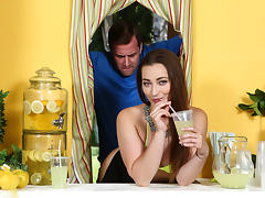 Dani Daniels & Jessy Jones in ZZ Lemonade: Dani Daniels - Brazzers