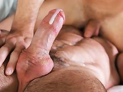 Kyle Kash & Billy Santoro in Tub Time - ManRoyale