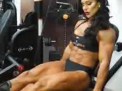 muscle lady doing legs