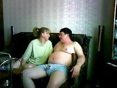 En el sofa con la amiga