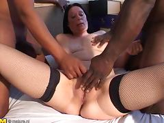 Fascinating matured babe pussy being throbbed hardcore in threesome