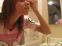 Hot Teen Puts Make Up In Homemade Clip