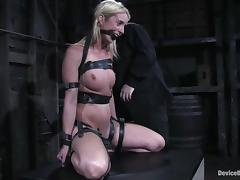 Nutriment Kelly Wells gets the brush tits and pussy painful